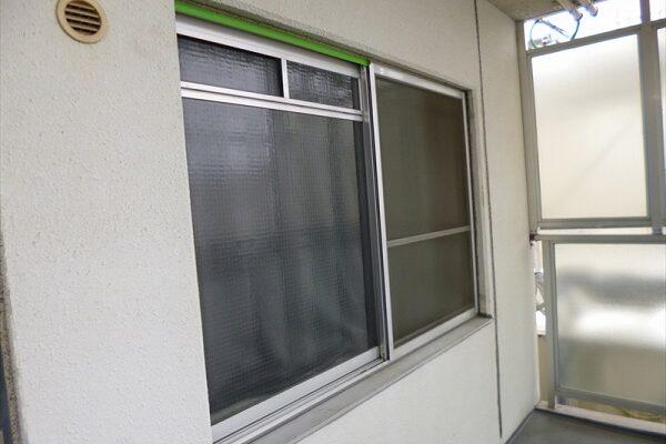 大阪府吹田市 マンション 窓枠塗装 (2)
