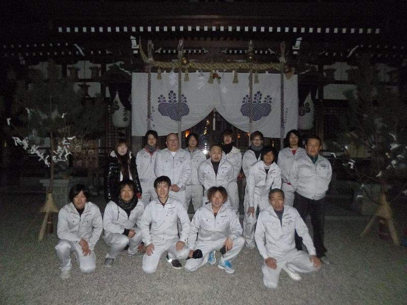 従業員一同で朝5時に恩智神社にて初詣!